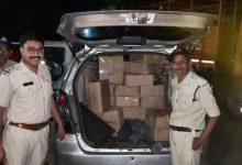 Photo of आबकारी विभाग द्वारा अवैध मदिरा परिवहन करते इंनोवा कार को हाईवे पर पकड़ा, 522 लीटर अवैध मदिरा जप्त
